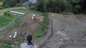 カメラで畑の状況を確認