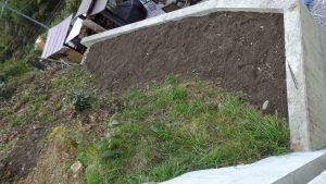 土留めに表土を入れて立派な畑ができた