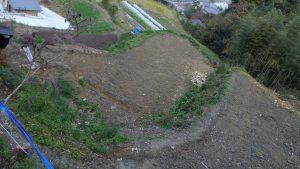 #4の荒れていた畑が整備された。石ころと根っこをとらなければならない